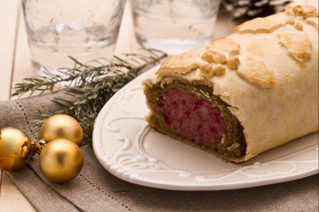 Il cotechino in crosta è un'idea davvero sfiziosa e originale per presentare il cotechino con le lenticchie durante il cenone di San Silvestro!