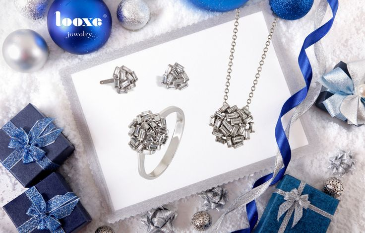 O Natal é o grande momento do ano para oferecer um presente memorável que vai perdurar para toda a vida!  Com um design minimalista, este conjunto em ouro branco e com diamantes baguetes, destaca-se pela sua beleza natural. //  Christmas is the great moment of the year to offer a memorable gift that will endure for life!  With a minimalist design, this set in white gold and baguettes diamonds stands out for its natural beauty   JOCOL5156B/JOTRL5156B/JOANL5156B