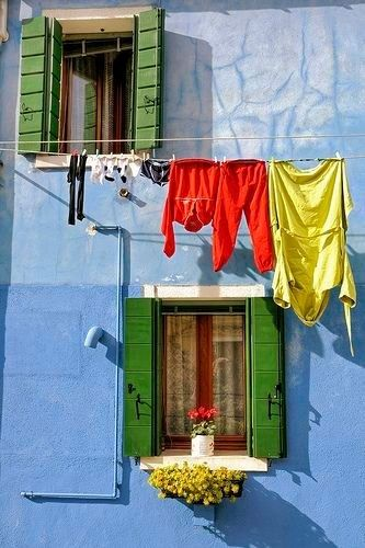 The colourful houses of #Burano, #Italy. bit.ly/2pnDvLa