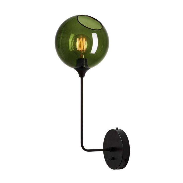 Design+By+Us+-+Ballroom+The+Wall+-+Army/sort+-+Med+denne+grønne+Ballroom+væglampe,+vil+du+med+sikkerhed+skabe+en+dynamisk+stemning+i+rummet.+Væglampen+har+en+lille+åbning+i+toppen,+som+giver+væglampen+et+flot+udtryk.+Der+kan+forekomme+forskelle+i+glasset,+da+alle+Ballroom+glaskupler+er+mundblæste.