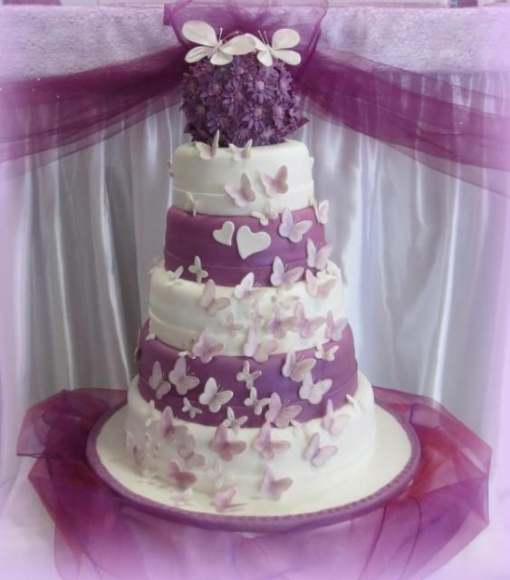 Svadobná torta s motýľmi