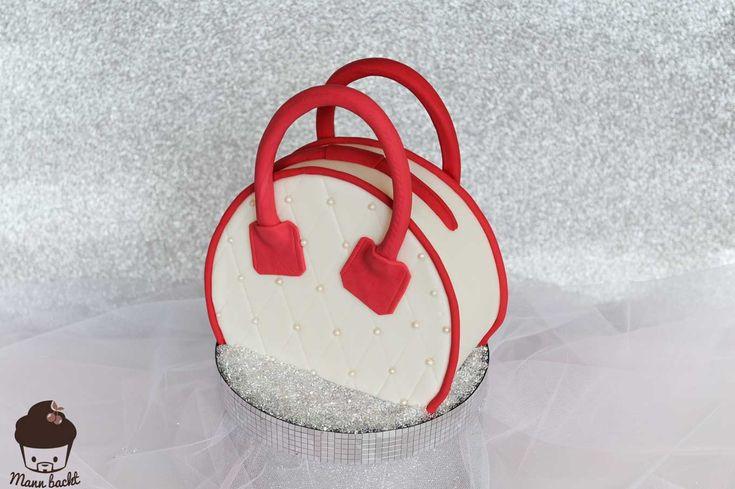 Step by Step zur Motivtorte: Handtaschen Torte