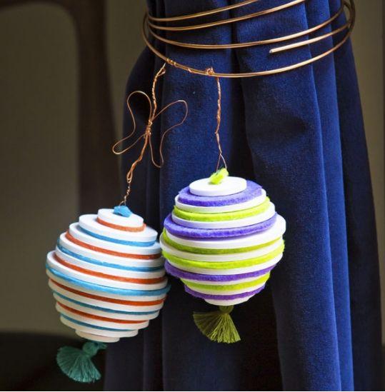 Des embrasses de rideaux en forme de boules de Noël. #rideaux #boules #noel #customization #recup #diy