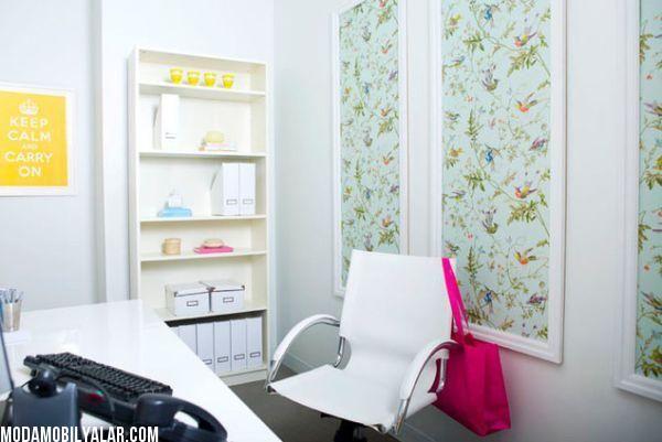 I love the wall panels and simple bookcase Yaratıcılıkta Sınır Tanımayan Duvar Kağıdı Tasarımları 2