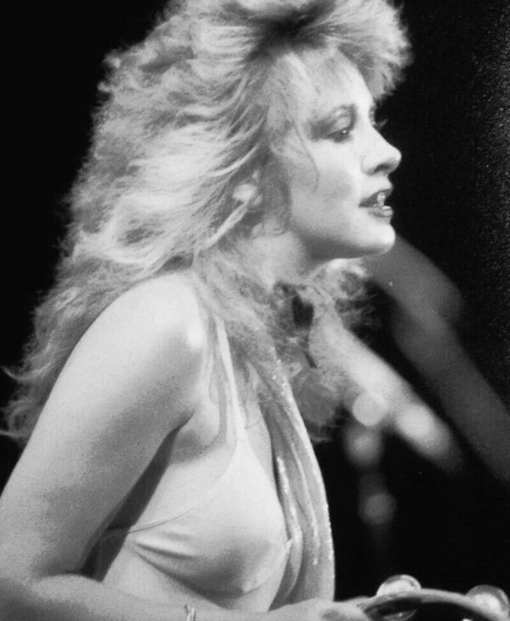 "When you think ""Rock Star"" You automatically think of Stevie Nicks!♡"