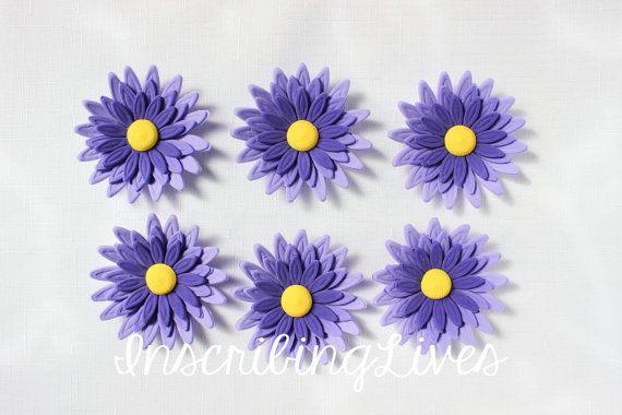 pastel de fondant 12 daisy púrpura ombre comestibles flores decoraciones de cumpleaños de Magdalena ducha novia cumpleaños bautizo aniversario de boda