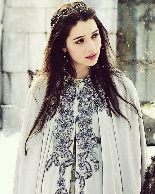 Adelaide Kane as Mary Queen of Scots                                                                                                                                                                                 Mais
