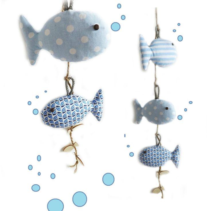 Décoration chambre d'enfant, bois flotté et poissons bleu suspendus.Originale et unique. : Décoration pour enfants par kore-and-co