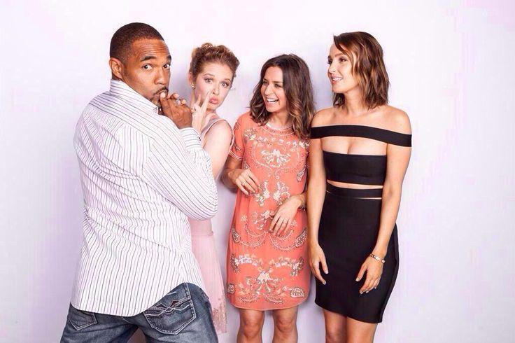 Jason George (Ben Warren), Sarah Drew (April Kepner), Caterina Scorsone (Amelia Shepherd) & Camilla Luddington (Jo Wilson). Grey's Anatomy.