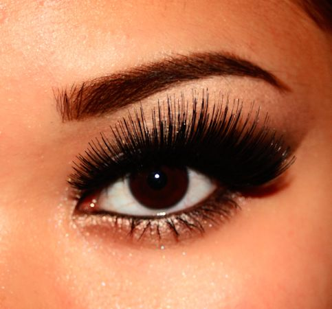 Long lashes are a MUST. Don't know if they're real or fake but who cares? These are Gorgeous!