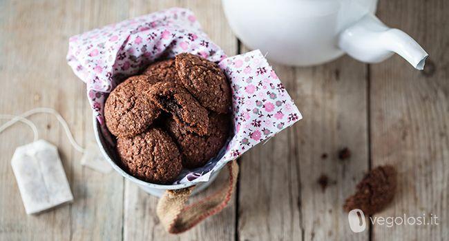 biscotti vegan al cacao con cuore di cioccolato