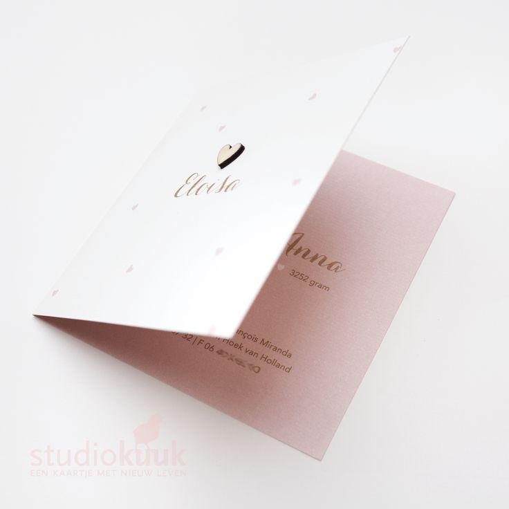 Lief geboortekaartje meisje_houten geboortekaartje_houten hartje_goud met oud roze #www.studiokuuk.nl