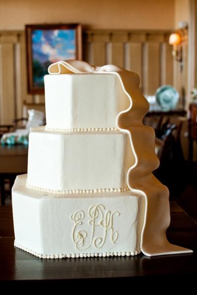 monogrammed cake: Wedding Cakes Monograms, Cakes Photo, Chocolates Cakes, Photography Wedding, Wedding Photo, Beautiful Cakes, Monograms Cakes Mk, Chocolate Cakes, Fondant Bows