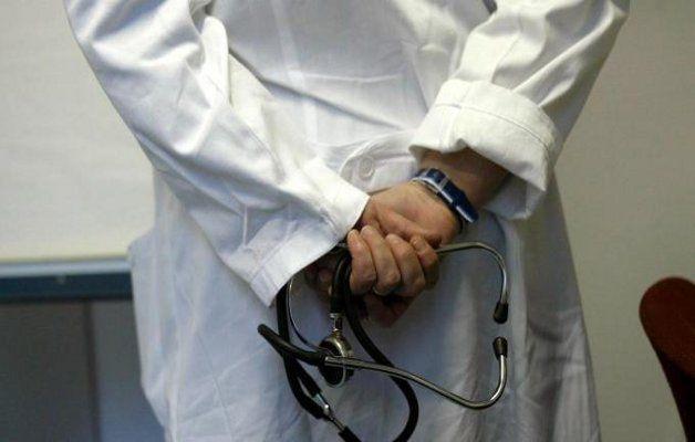 Finta dottoressa curava malati di tumore: la Polizia ha scoperto l'attività della truffatrice, la quale si occupava anche dei bambini.