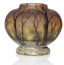 AN ENAMELED GLASS 'WINTER LANDSCAPE' VASE, CIRCA 1910