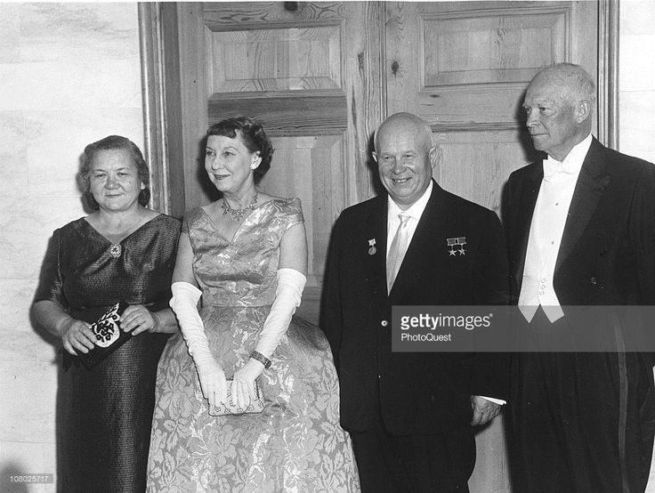 Soviet leader Nikita Khrushchev (1874 - 1971) (second right) and his wife, Nina Khrushcheva (1923 - 1971) (left) poase with US President Dwight Eisenhower (1890 - 1965) (right) and his wife, First Lady Mamie Eisenhower (1915 - 1979) while on a state visit to the United States, September 15, 1959.