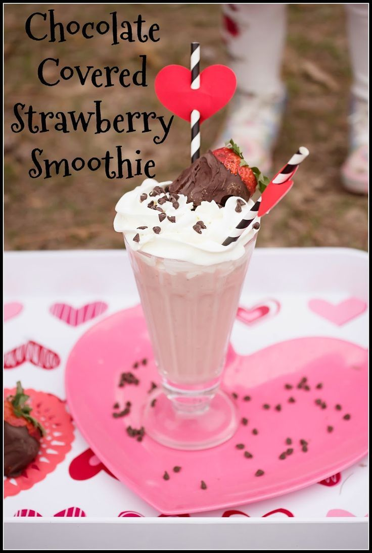 Chocolate Covered Strawberry Smoothie - a healthy treat that tastes like a decadent milkshake!