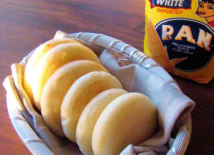 アレパ arepa  すりつぶしたトウモロコシで作る平焼きパン。