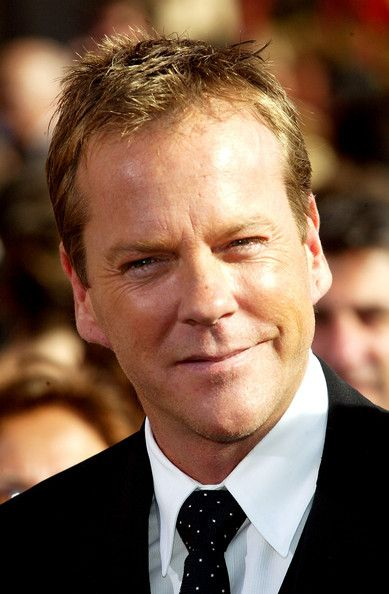 Kiefer Sutherland Photos Photos - Actor Kiefer Sutherland attends the 56th Annual Primetime Emmy Awards at the Shrine Auditorium September 19, 2004 in Los Angeles, California. - 2004 Primetime Emmy Awards - Arrivals