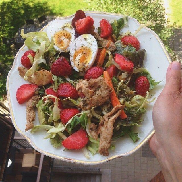Fantastisk farverig sommer frokost ☀️❤️ god energi til hjernen under eksamenslæsningen ☺️ #fitfam#fitfamdk#fitbd#health#healthy#sund#sundhed#kost#eksamenstid#summer#lunch #Padgram