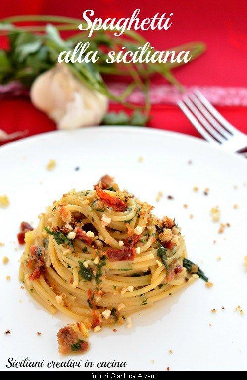 Una ricetta semplice, anzi semplicissima, e di una velocità sorprendente. E' la ricetta degli spaghetti alla siciliana. E' un sugo poverissimo che però racchiude in sé tanti ingredienti…