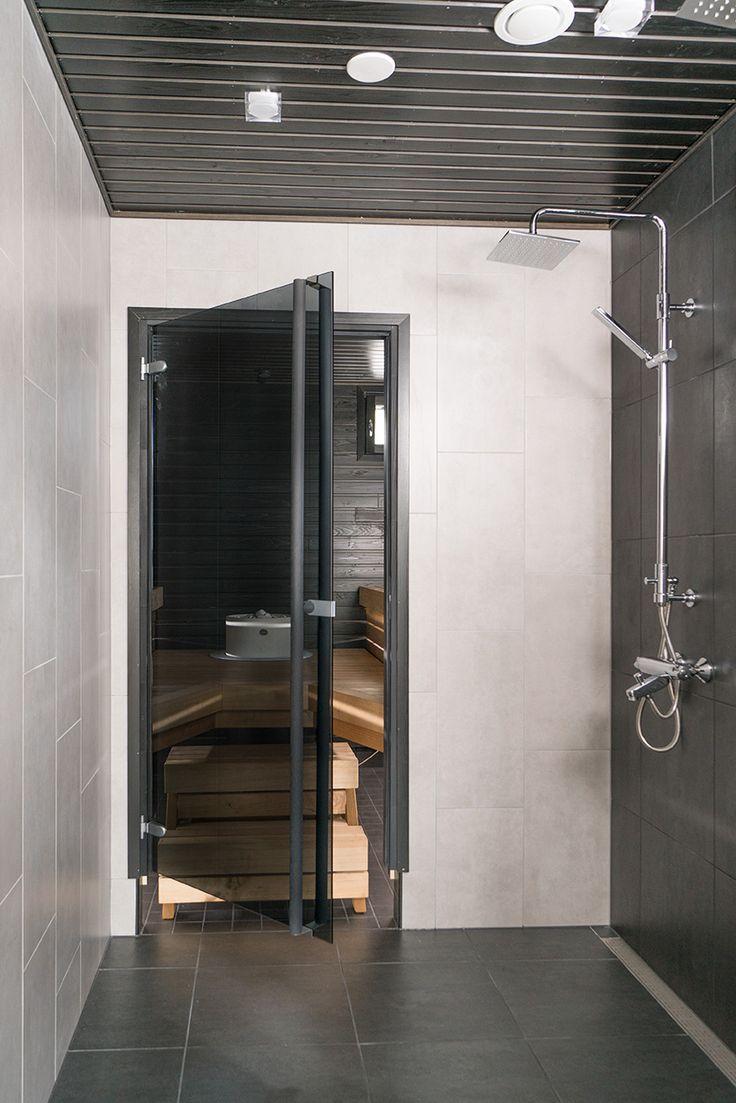 JELD-WEN-saunanovi Savu, musta oksaton mäntykarmi ja pystyvedin. http://www.jeld-wen.fi/ovet/saunanovet/saunanovivalikoima/tuotesivu/?productId=3597