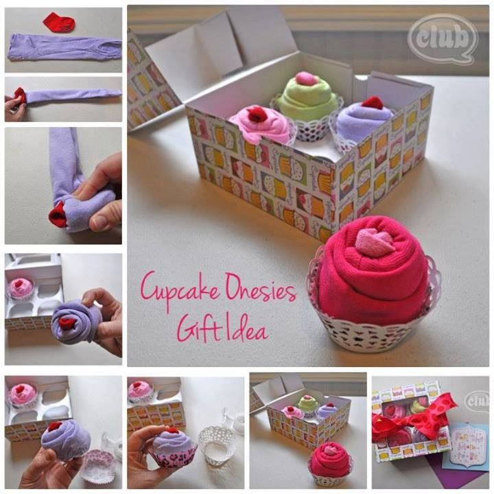 cadeau voor de baby van rompertjes en sokjes vermomd als cupcake #cadeau