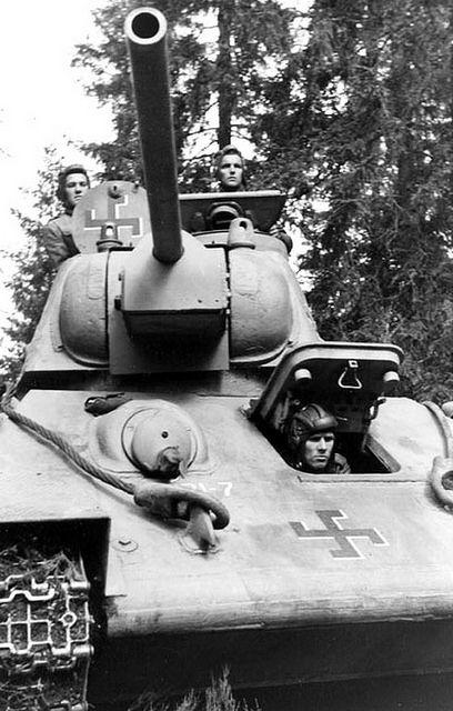 Medium tank T-34 Model 1943 in Finnish service / czołg średni T-34 Model 1943 zdobyty przez Finów