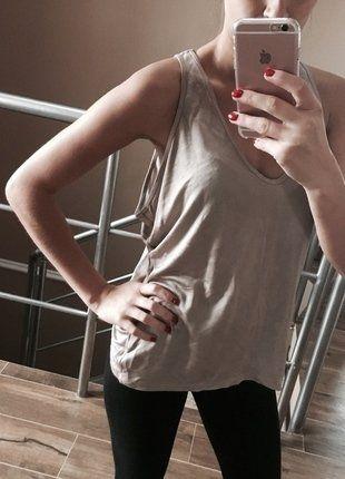 Kup mój przedmiot na #vintedpl http://www.vinted.pl/damska-odziez/koszulki-na-ramiaczkach-koszulki-bez-rekawow/16130843-bluzka-z-dekoltem-nude-zara-rozmiar-m