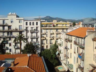 Appartement Nice à louer / 1 - 2 personnes internet, pas téléphone, ascenseur 5e, air clim, prix pas pire...