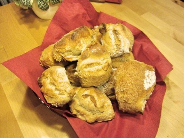Rezept: Schweizer Bürli - leckere krosse Brötchen | Frag Mutti
