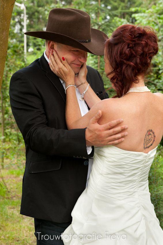 country wedding first look - boeren bruiloft eerste blik #TrouwfotografieFreya