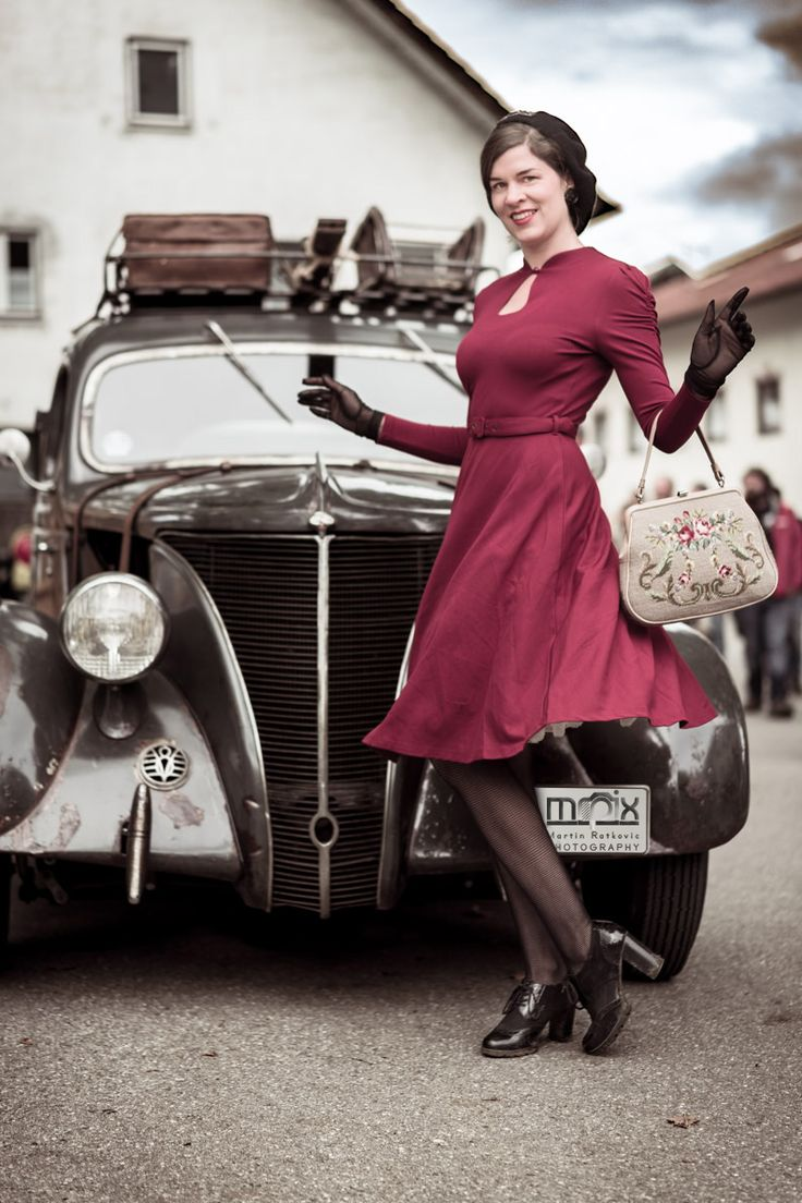 Vintage Fashion Blogger RetroCat With A 40s Inspired Retro Dress By BlackButterfly In Front Of