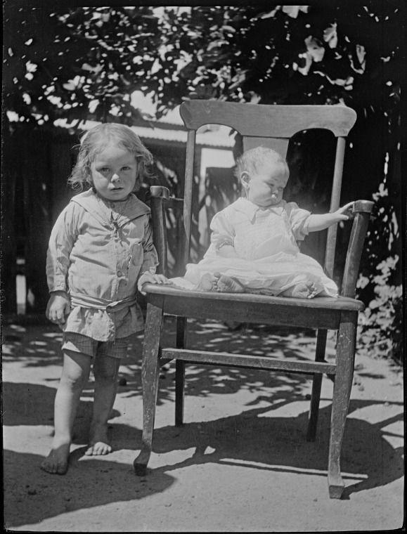 117621PD: Mrs Bert Day's children, ca.1918. https://encore.slwa.wa.gov.au/iii/encore/record/C__Rb4393788
