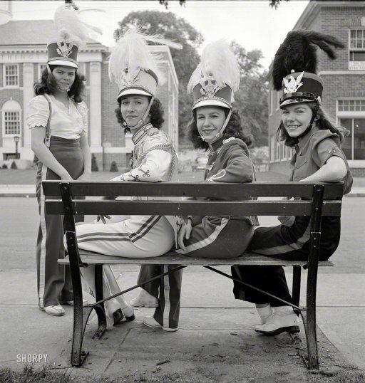 Drummer Girls: 1942