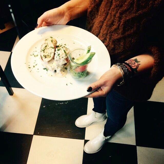 Zupa ogórkowa oraz roladki ze szparagami w sosie andaluzyjskim :) #letarg #letargbistro #lunch #poznan #restaurant #food #foodporn #instafood #foodgasm #yummy #eat #eating #soup #cucumber #asparagus #dish #tasty #amazing