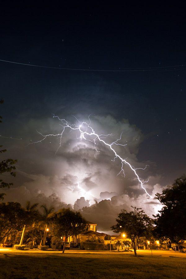 Lightning - Miami, Florida www.psychickerilyn.com www.facebook.com/PsychicKerilyn