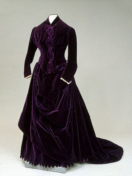 1880: Anne attends Queens College at age 15.  Day dress, 1880s, State Hermitage Museum