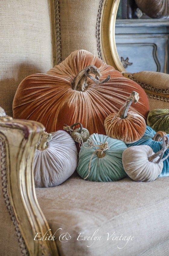 Decorating with Velvet Pumpkins | Edith & Evelyn Vintage | www.edithandevelynvintage.com