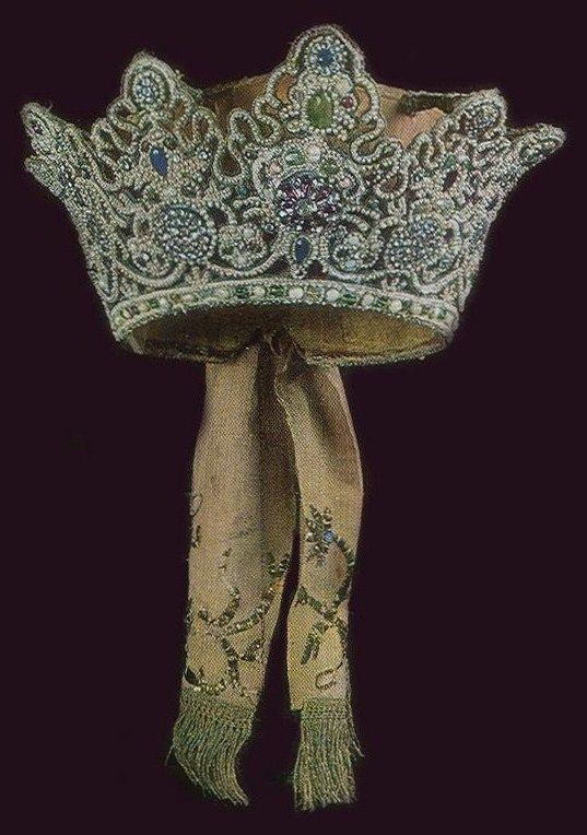 """Koruna"" is a traditional headdress of an unmarried girl from Arkhangelsk Province, Russia. 18th century. An authentic specimen from a museum collection. #Russian #folk #national #costume"