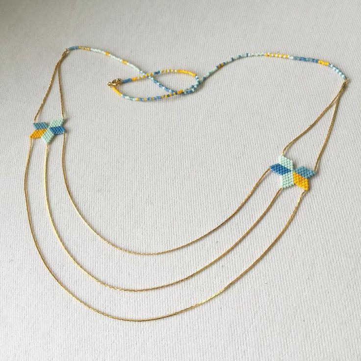 Les petits détails chaîne serpentine fixée au tissage en la rentrant dans une perle avec de la colle. On va voir si ça tient longtemps  #jenfiledesperlesetjassume #miyuki #tissage #collier