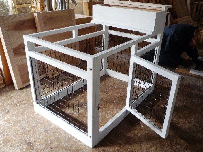 室内用サークル+小屋 今年のヒット商品を考えました。 小屋 サイズ530x500 高さ530 網サイズ45x45 コンパクトで軽量に仕上げました。 15kg 網は、天井部分に収納できます。 閉じ込めたいときは蓋を開け網を …
