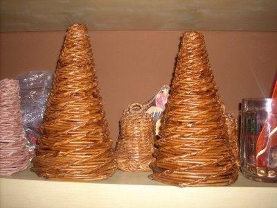 stromeček pletený z papíru