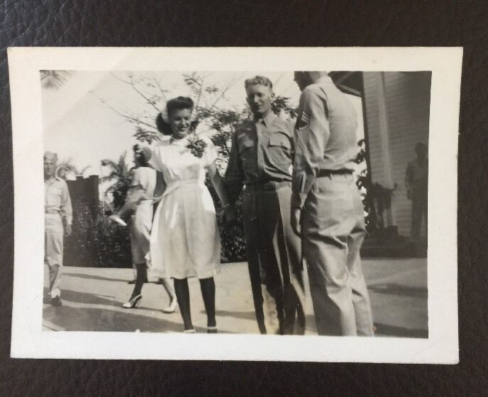 """Vintage Photo 1947 Young Couple Wedding Photo Dance Party Soldiers 31/2"""" x21/2"""""""