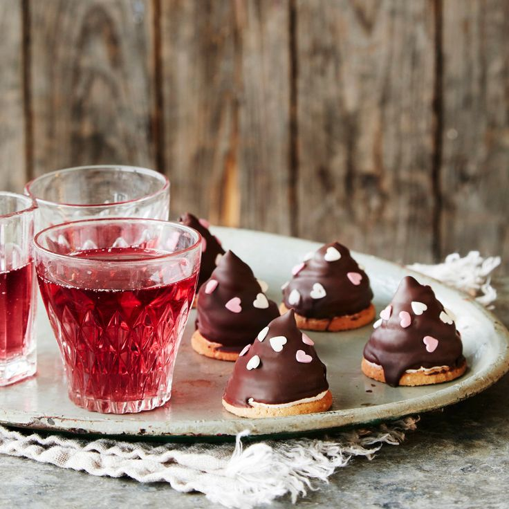 Suloiset vadelmaiset suklaasuukot hurmaavat niin ystävät kuin kotijoukotkin. Valmistusta varten tarvitset elektronisen lämpömittarin.