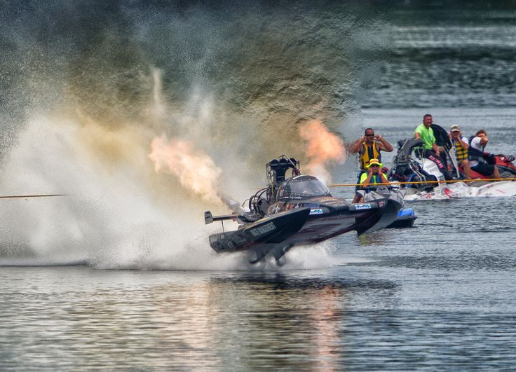 The top fuel hydro drag boat Spirit of Texas launches off the line at ...