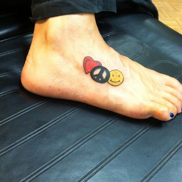 17 Best Ideas About Peace Sign Tattoos On Pinterest: 25+ Best Ideas About Peace Sign Tattoos On Pinterest