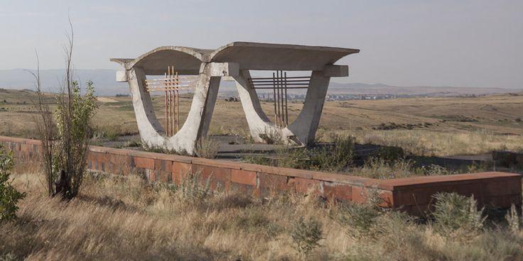 quibbll.com - Кристофер Хервиг (Christopher Herwig): Советская автобусная остановка - Армения, г. Ереван
