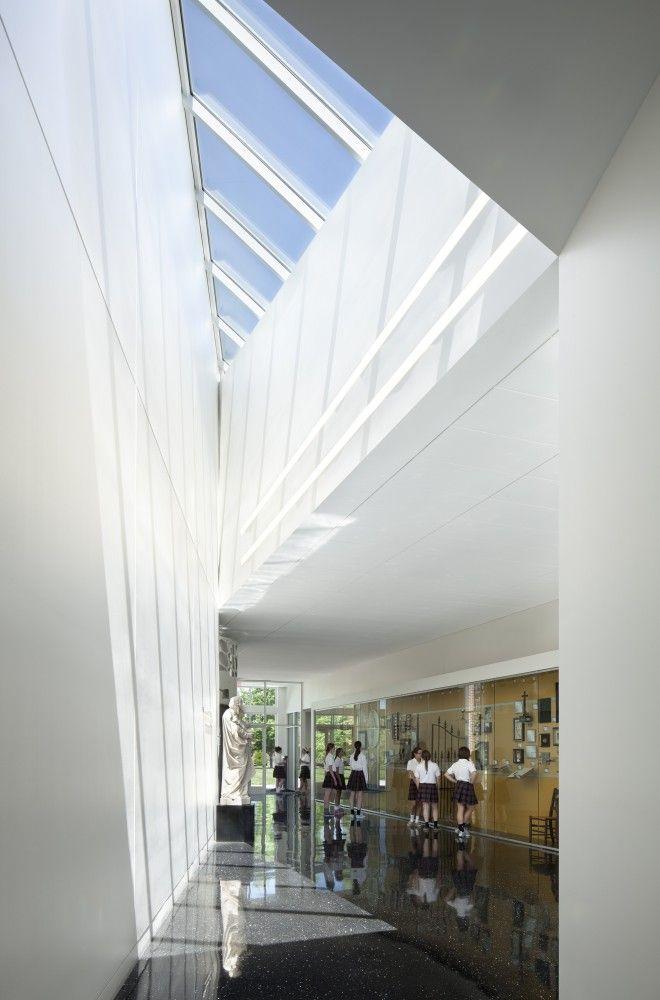 St Teresa's Academy Windmoor Center / Gould Evans #skylight