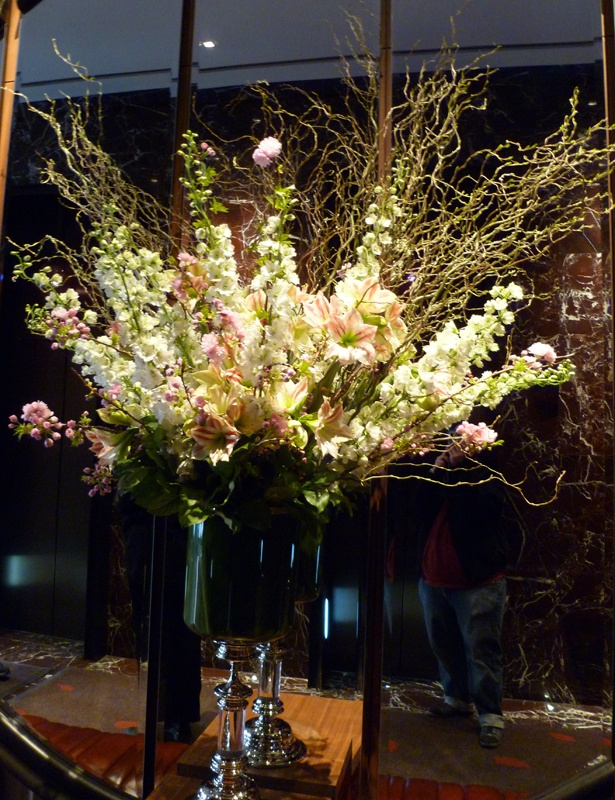 This is a tall centerpiece featuring white and pink snap